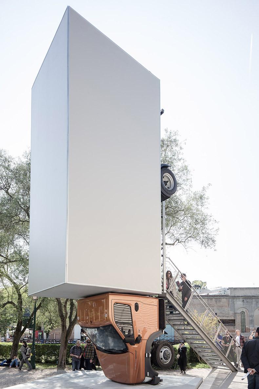 Nei giorni inaugurali della 57esima Biennale d'Arte di Venezia abbiamo documentato per Artribune il lavoro degli artisti nei vari padiglioni.